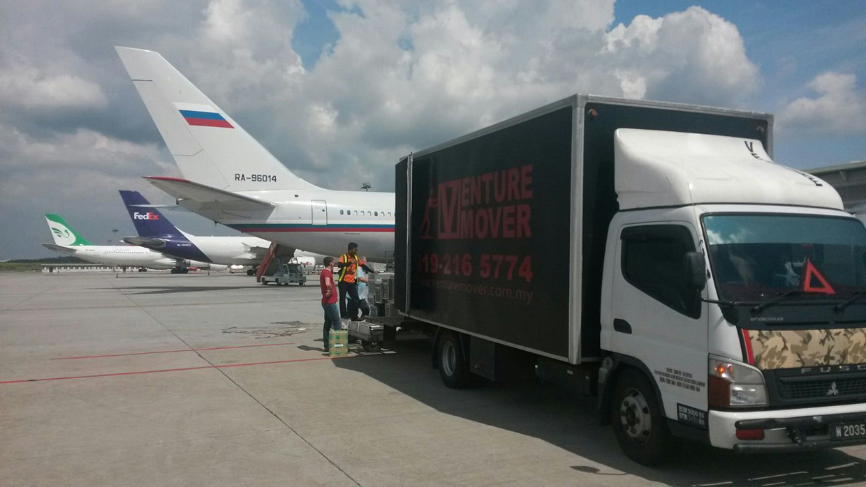 6a33520563 Have a question about our tailgate lorry rental service in Kuala Lumpur